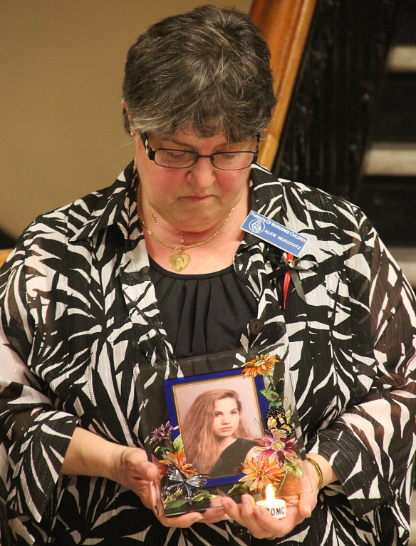 Alice Muscovitz hold a photo of her daughter Karen, who was murdered in 2004.